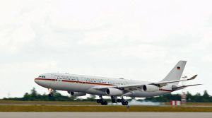 800px-Airbus_A340_of_the_German_government_16+01